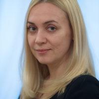 Попова Діна Олегівна